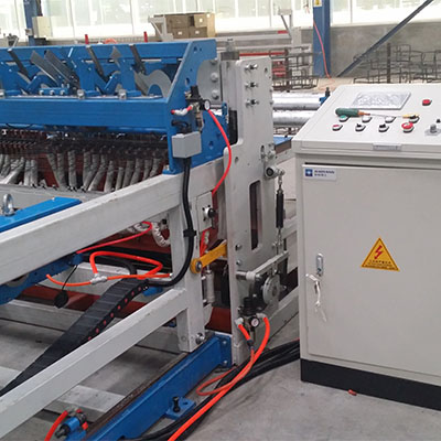 Automatic chicken cage mesh welding machine