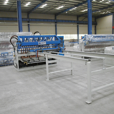 China steel fence welded wire mesh machine factory