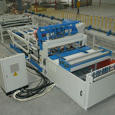 China poultry cage door machine exporter