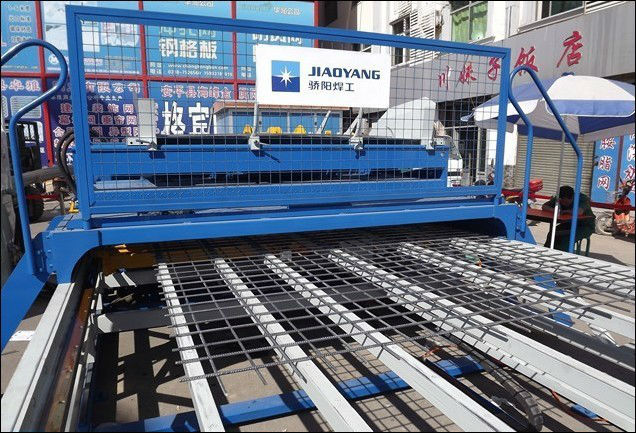 Steel bar mesh welding machine production line